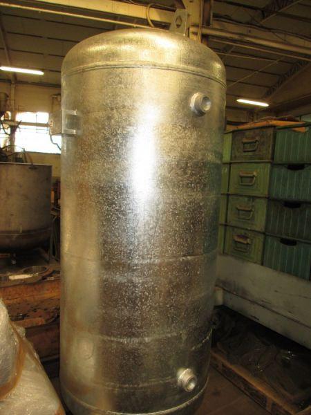 Serbatoio PED da 500 lt., dopo trattamento di zincatura